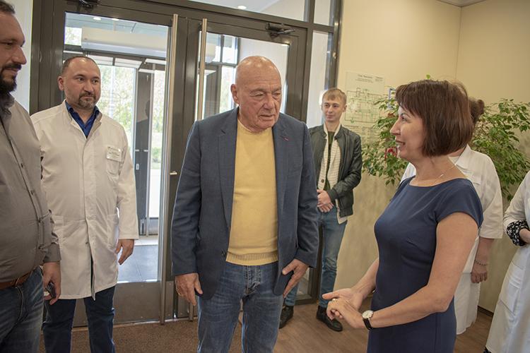 В ДРКБ прошла творческая встреча с известным журналистом Владимиром Познером
