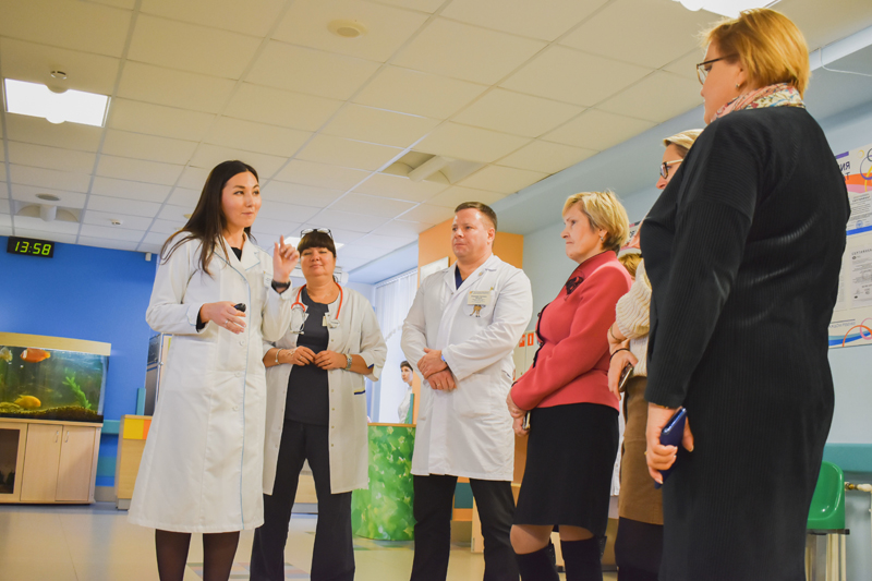 ДРКБ посетила делегация во главе с начальном отдела нормирования труда медицинских работников Министерства здравоохранения Российской Федерации (Москва)