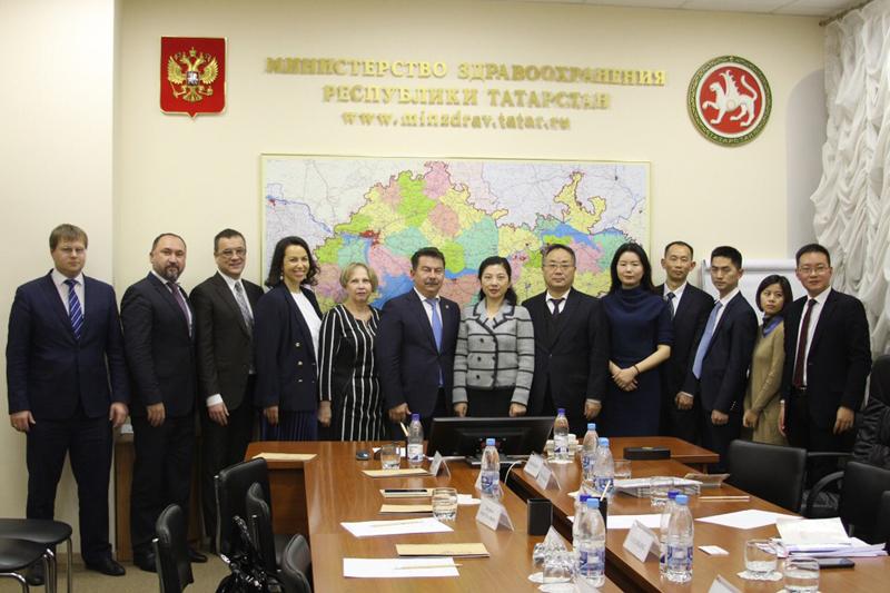 Министр здравоохранения РТ Марат Садыков встретился с делегацией Управления китайской традиционной медицины и фармакологии провинции Сычуань