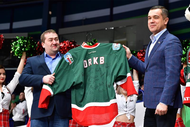 Коллектив врачей ДРКБ посетил игру чемпионата КХЛ, в котором силами померились «Ак Барс» и «Торпедо»