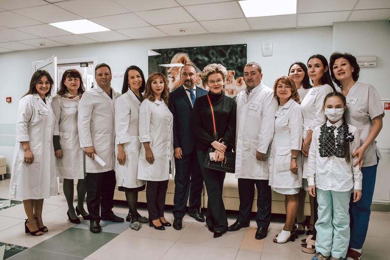 Детскую республиканскую клинику посетила телеведущая Елена Малышева