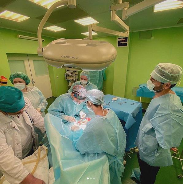 Хирурги отделения ХДРВ ДРКБ выполнили видеолапароскопическую резекцию мембраны 12-перстной кишки с дуоденопластикой при врожденной высокой кишечной непроходимости