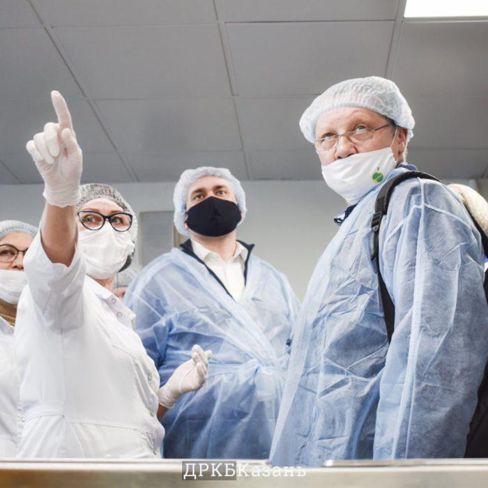 Детскую республиканскую клинику посетила рабочая группа во главе с министром торговли и услуг Республики Башкортостан Алексеем Гусевым